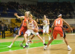 DA_Russian Premier League Women basketball_UMMC-Nadezhda Orenburg__20101212_042