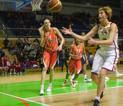DA_Russian Premier League Women basketball_UMMC-Nadezhda Orenburg__20101212_043