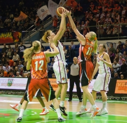 DA_Russian Premier League Women basketball_UMMC-Nadezhda Orenburg__20101212_047