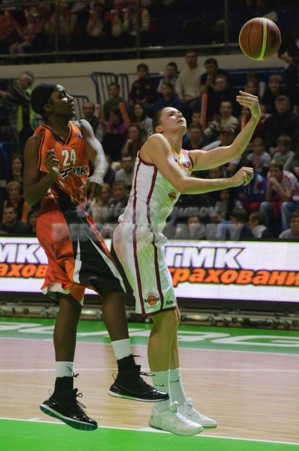 DA_Russian Premier League Women basketball_UMMC-Nadezhda Orenburg__20101212_051