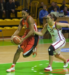 DA_Russian Premier League Women basketball_UMMC-Nadezhda Orenburg__20101212_057