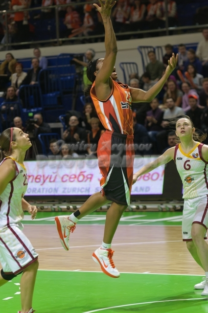 DA_Russian Premier League Women basketball_UMMC-Nadezhda Orenburg__20101212_066
