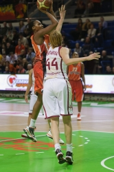 DA_Russian Premier League Women basketball_UMMC-Nadezhda Orenburg__20101212_068