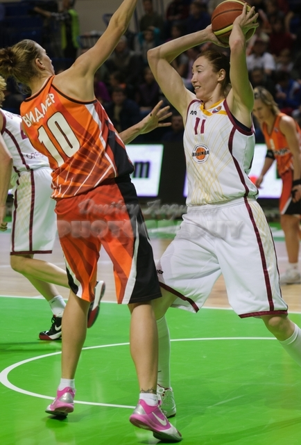 DA_Russian Premier League Women basketball_UMMC-Nadezhda Orenburg__20101212_070