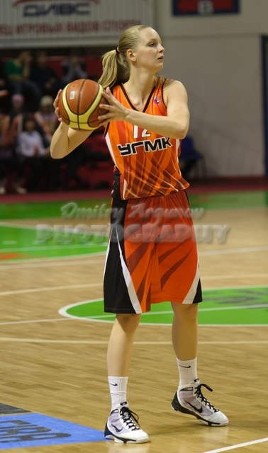 DA_Russian Premier League Women basketball_UMMC-Nadezhda Orenburg__20101212_071