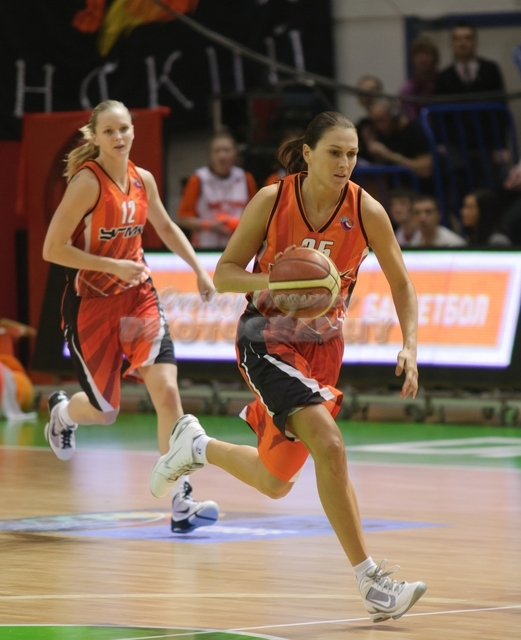 DA_Russian Premier League Women basketball_UMMC-Nadezhda Orenburg__20101212_072