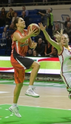 DA_Russian Premier League Women basketball_UMMC-Nadezhda Orenburg__20101212_074