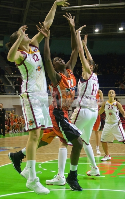 DA_Russian Premier League Women basketball_UMMC-Nadezhda Orenburg__20101212_076