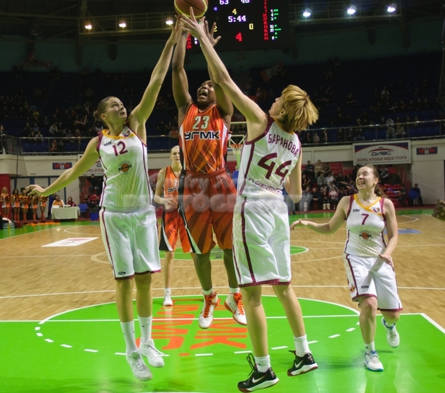DA_Russian Premier League Women basketball_UMMC-Nadezhda Orenburg__20101212_078