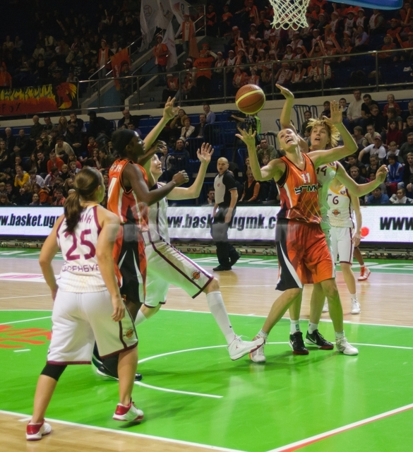 DA_Russian Premier League Women basketball_UMMC-Nadezhda Orenburg__20101212_083