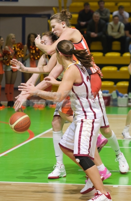 DA_Russian Premier League Women basketball_UMMC-Nadezhda Orenburg__20101212_085