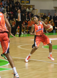 Cappie Pondexter #23 with the ball