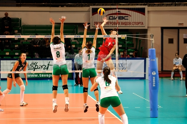DA_12082009_369_Volley_Url-Ptkos
