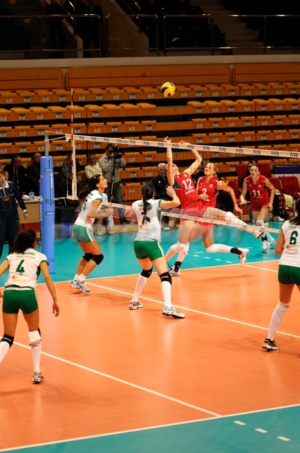 DA_12082009_439_Volley_Url-Ptkos