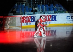 Ivan Lisutin #20, goalie of Avtomobilist Ekaterinburg