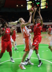 Maria Stepanova #11 pulled the ball from hands of Dewanna Bonner #14