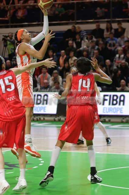 Candace Parker #13 jump attack