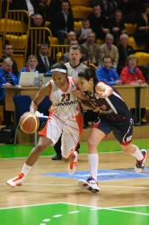 Cappie Pondexter #23 drives on Valentina Siccardi #5
